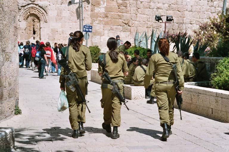 03/06 1035. В израильской армии женщины-военнослужащие были наказаны